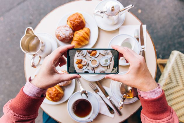 Social Media: Τα έσοδα των influencers εκτινάσσονται - «Ζαλίζει» ο τιμοκατάλογός