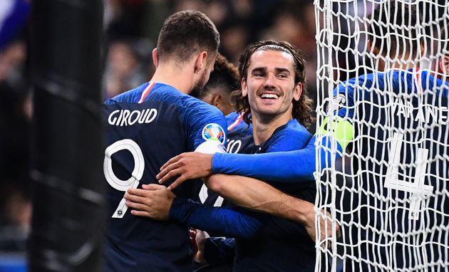 Olivier Giroud etAntoine Griezmann célèbre un but au Stade de France ce 14 novembre...