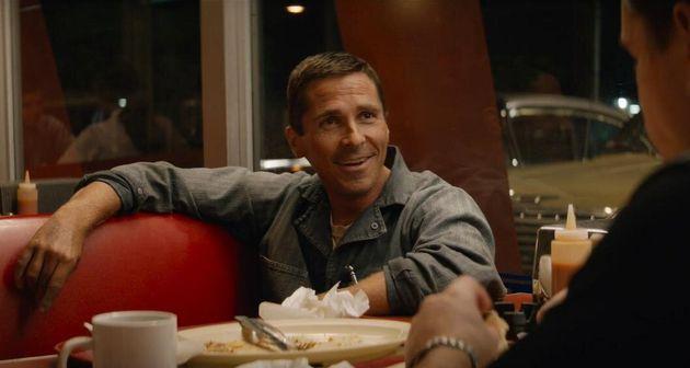 Christian Bale é o inglês Ken Miles, um piloto tão talentoso quanto