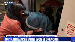 Un train Grenoble-Lyon, immobilisé par la neige, évacué en pleine