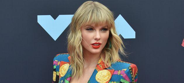 Taylor Swift appelle ses fans à se battre à ses côtés pour faire cesser le...