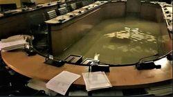 ベネチアで州議会が浸水。気候変動対策案の否決直後に
