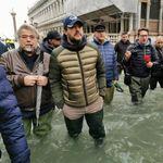 Dopo il Cav anche Salvini in galosce a