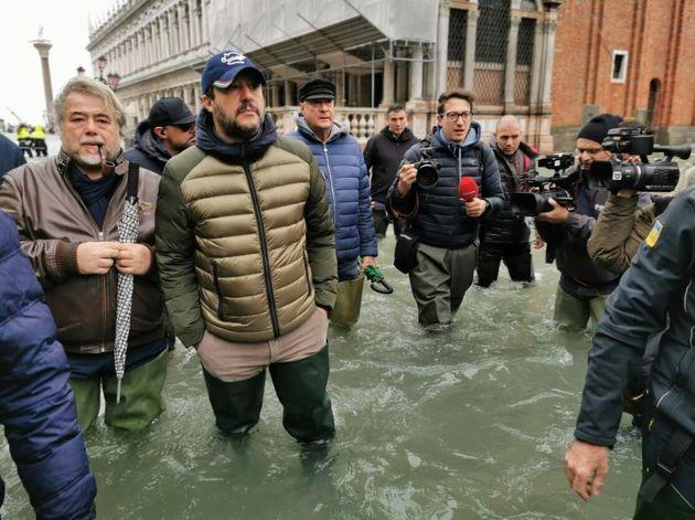 Dopo il Cav anche Salvini in galosce a Venezia