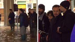 Accorsi e Golino a piazza San Marco per girare un film: la troupe viene cacciata