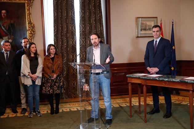 Firma del pacto entre Pablo Iglesias y Pedro