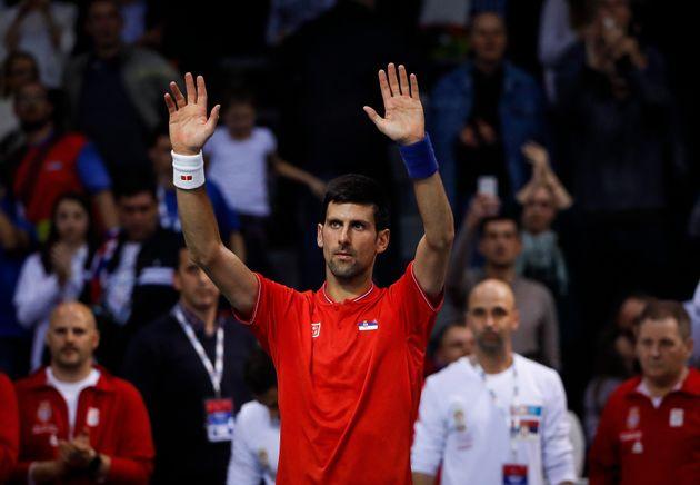 Novak Djokovic con la camiseta de