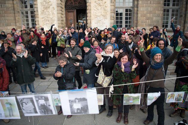 Devant le Parlement de Bretagne, à Rennes, le comité de soutien de Vincenzo Vecchi s'était...