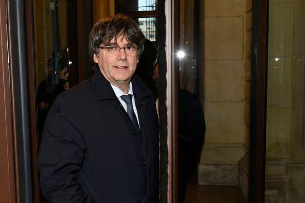 L'ancien président de la Catalogne Carles Puigdemont, alors qu'il arrivait au palais de...