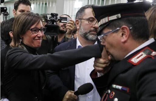 """""""Il baciamano ad Ilaria Cucchi è stato un gesto spontaneo"""""""
