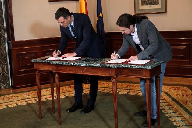 Pedro Sánchez y Pablo Iglesias firman el preacuerdo de