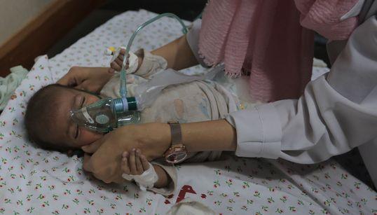 Salvada en brazos de su hermano muerto: Farah, única superviviente de su familia en un ataque en