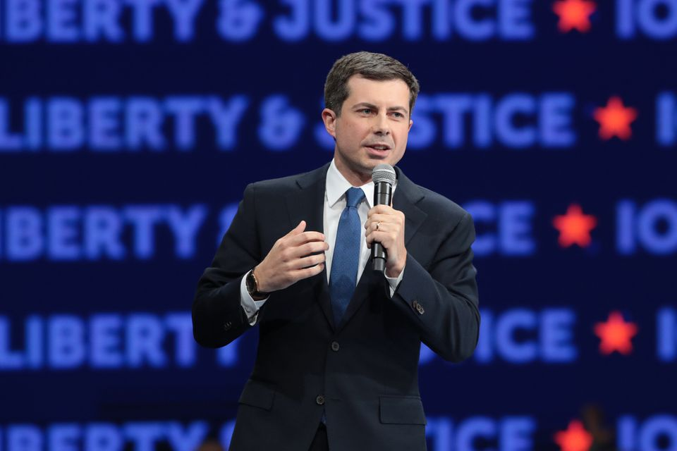 DES MOINES, IOWA - NOVEMBER 01: Democratic presidential candidate South Bend, Indiana Mayor Pete Buttigieg...