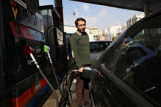 Αύξηση κατά τα 50% της τιμής της βενζίνης ανακοίνωσε η κυβέρνηση στο Ιράν - Διαδηλώσεις και