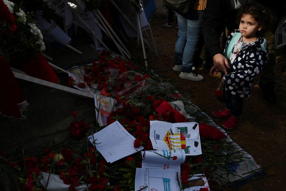 Μεγάλη προσέλευση στο Πολυτεχνείο - Φόρος τιμής στα θύματα και στον αγώνα κατά της