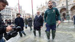 Delegazione degli Azzurri in piazza San Marco: