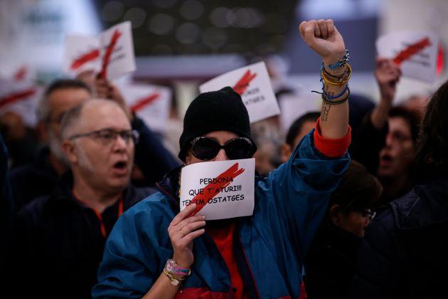 Δεκάδες διαδηλωτές...