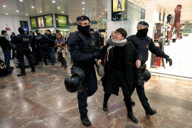Αστυνομικοί στις διαδηλώσεις...