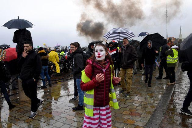 Une manifestante s'est grimée en
