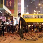 홍콩 몽콕에서는 경찰이 취재진과 시민에게 실탄을 쏘고