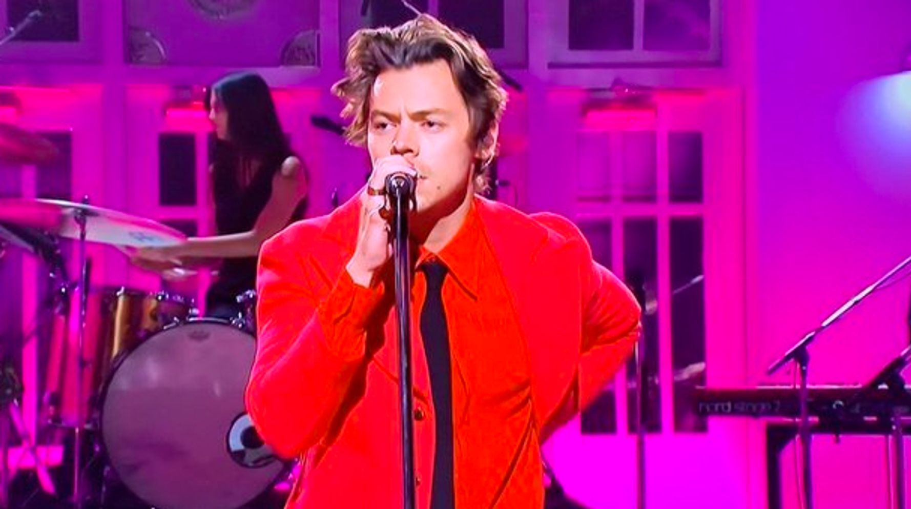 Westlake Legal Group 5dd0f4da210000906434d2c2 Harry Styles Rips Off His Pants On 'SNL' To Give Fans What They've Been Waiting For