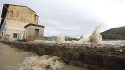 Il Maltempo flagella l'Italia: l'Arno continua a salire, valanga in Trentino. Gravi disagi ai trasporti sul