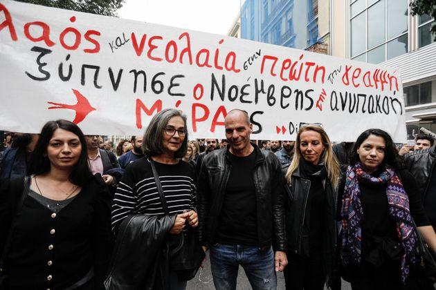 Ο Γιάνης Βαρουφάκης στην πορεία για την επέτειο του