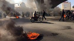 In Iran a fuoco le immagini di Khamenei. La protesta arriva al