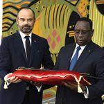 Philippe a remis un sabre très symbolique au président du
