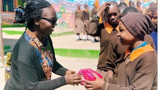 「生理用品が買えず学校に行けない」200万枚のナプキンをアフリカの女学生に届けてわかったこと