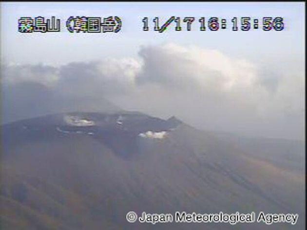 昨日11月17日(日)夕方の新燃岳火口の様子