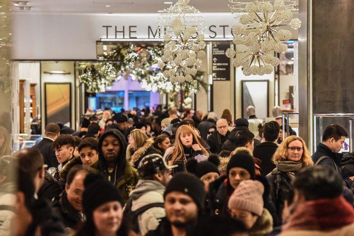 ブラックフライデーのデパートの混雑の様子 2018年11月23日 ニューヨーク