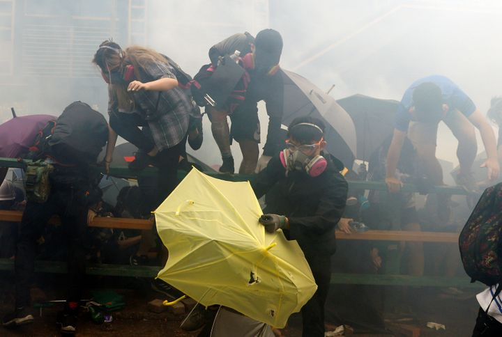 Westlake Legal Group 5dd248822500007f08d2d5e6 Hundreds Of Hong Kong Protesters Trapped Behind Barricades As Police Surround University