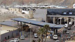 Una furgoneta con 52 migrantes revienta la frontera de Ceuta a gran
