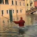 Cette vidéo d'un homme tombant à l'eau à Venise a fait rire (jaune) Cécile