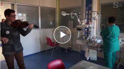 Il violinista anonimo suona la ninna nanna ai neonati prematuri all'ospedale di Cuneo