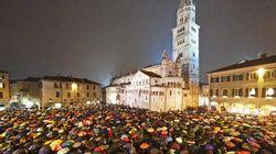 La pioggia non ferma le sardine. Anche a Modena piazza piena contro Salvini (dall'inviata G.