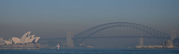 Smoke from bushfires blanket Sydney on November