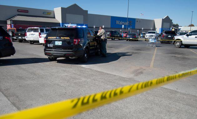 銃発砲があったアメリカ・オクラホマ州ダンカンのウォルマートのパーキング場 11月18日