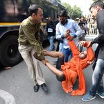 Delhi Police Denies Using 'Force' During JNU Protest As Students Share Photos Of