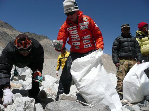 エベレスト清掃の様子
