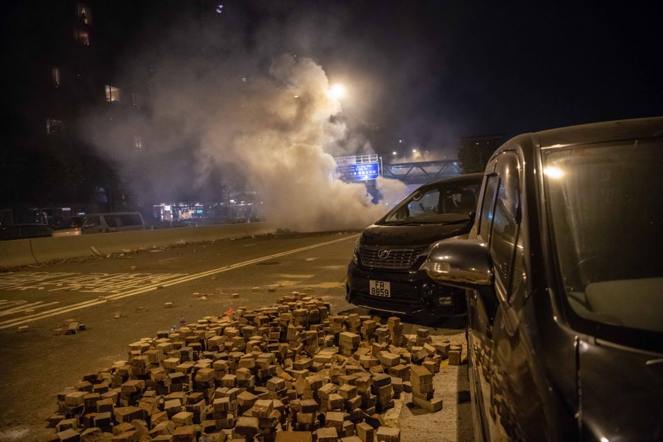 Τρίτη μέρα εγκλωβισμένοι στο Πολυτεχνείο του Χονγκ Κονγκ - Τεράστιο κύμα συμπαράστασης και