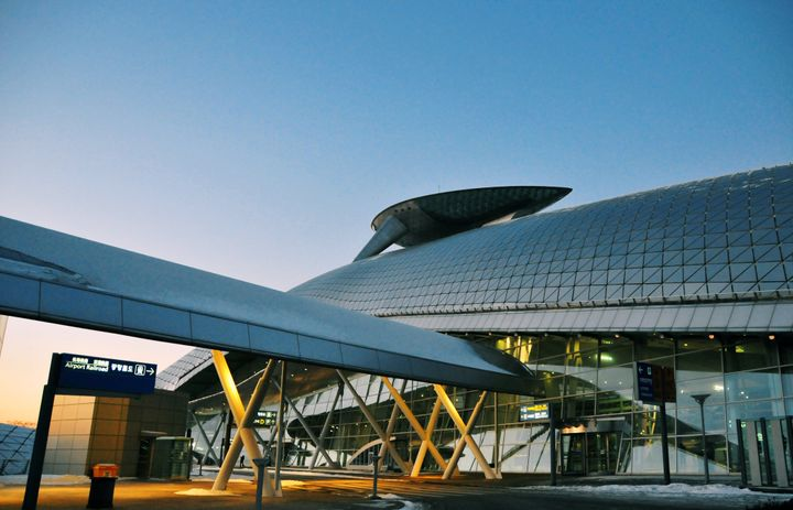 Incheon, South Korea: Incheon International Airport - ICN - built on reclaimed land joining Yeongjong and Yongyu Islands - Transportation Center - Seoul'main international airport - photo by M.Torres