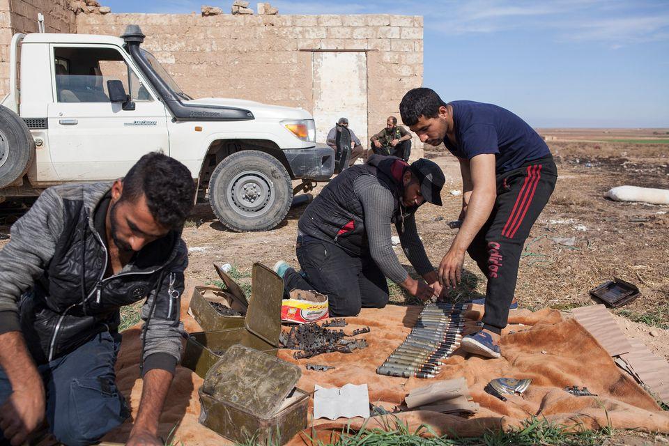 Guerriglieri curdi preparano le