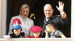 Il piccolo principe Jacques debutta in pubblico con la divisa da futuro sovrano a