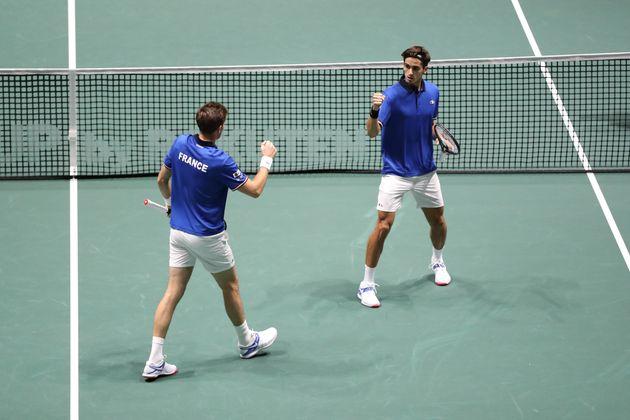 Pierre-Hugues Herbert et Nicolas Mahut lors de la deuxième journée de la finale de la Coupe...