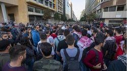 La piazza in Libano blocca le misure