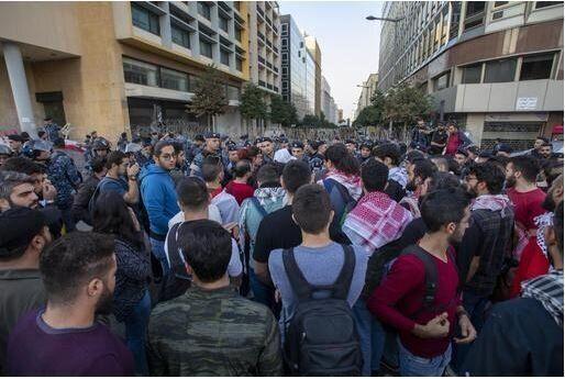 """La piazza in Libano blocca le misure """"salva politici&qu"""