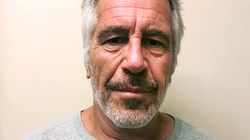 Les gardiens de prison de Jeffrey Epstein accusés de ne pas avoir fait leur