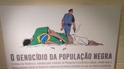 Parlamentar do PSL quebra placa de exposição do Dia da Consciência Negra na